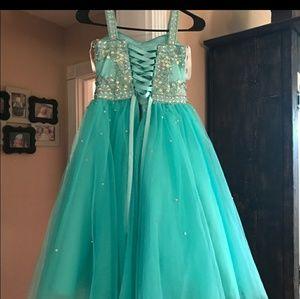 Tiffany Designs Dresses - Tiffany dress